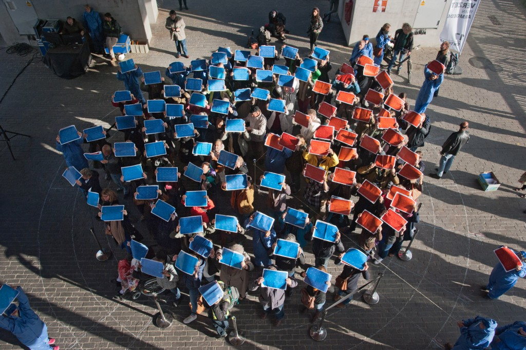 Foto vanaf hoogtewerker op Werelddag van Verzet tegen Armoede (17 oktober 2016) te Gent